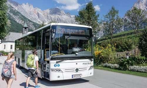 Hiking bus in the Hochkoenig